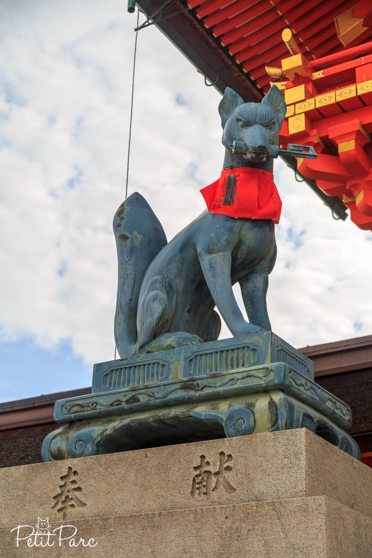 Kitsune portant les clés du temple