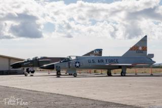 Convair F-102A Delta Dagger et derrière, Mc Donnell Douglas F-4C Phantom II