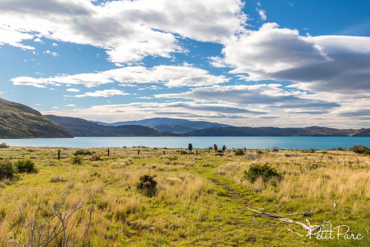 Vue sur le Lago Grey depuis le refuge