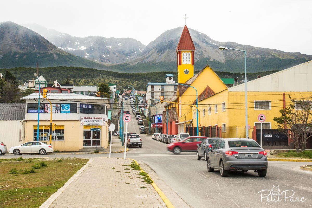 La ville au milieu des montagnes