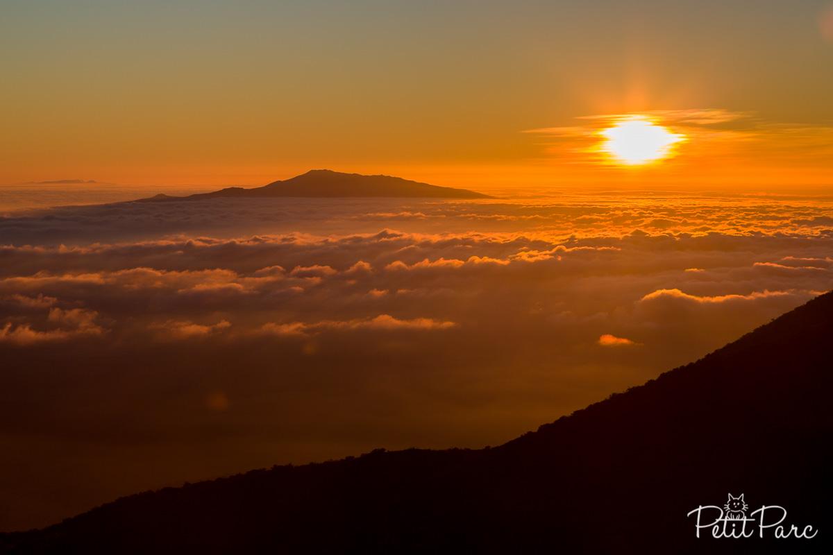 Coucher de soleil au dessus des nuages