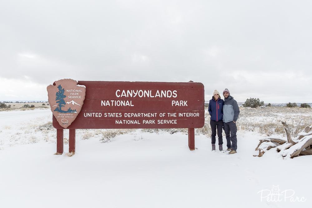Alex et Mathieu a l'entree de Canyonlands sous la neige