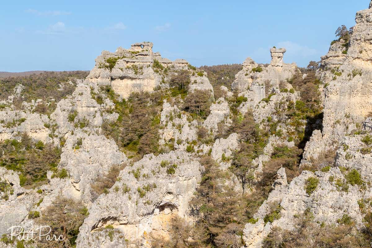 Vue sur le chaos ruiniforme, plus grand labyrinthe rocheux d'Europe