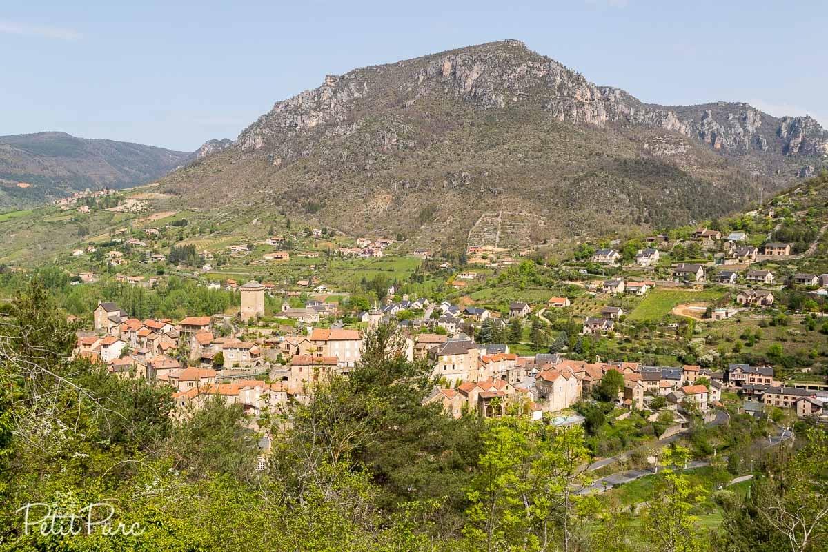 Vue sur le village de Peyreleau